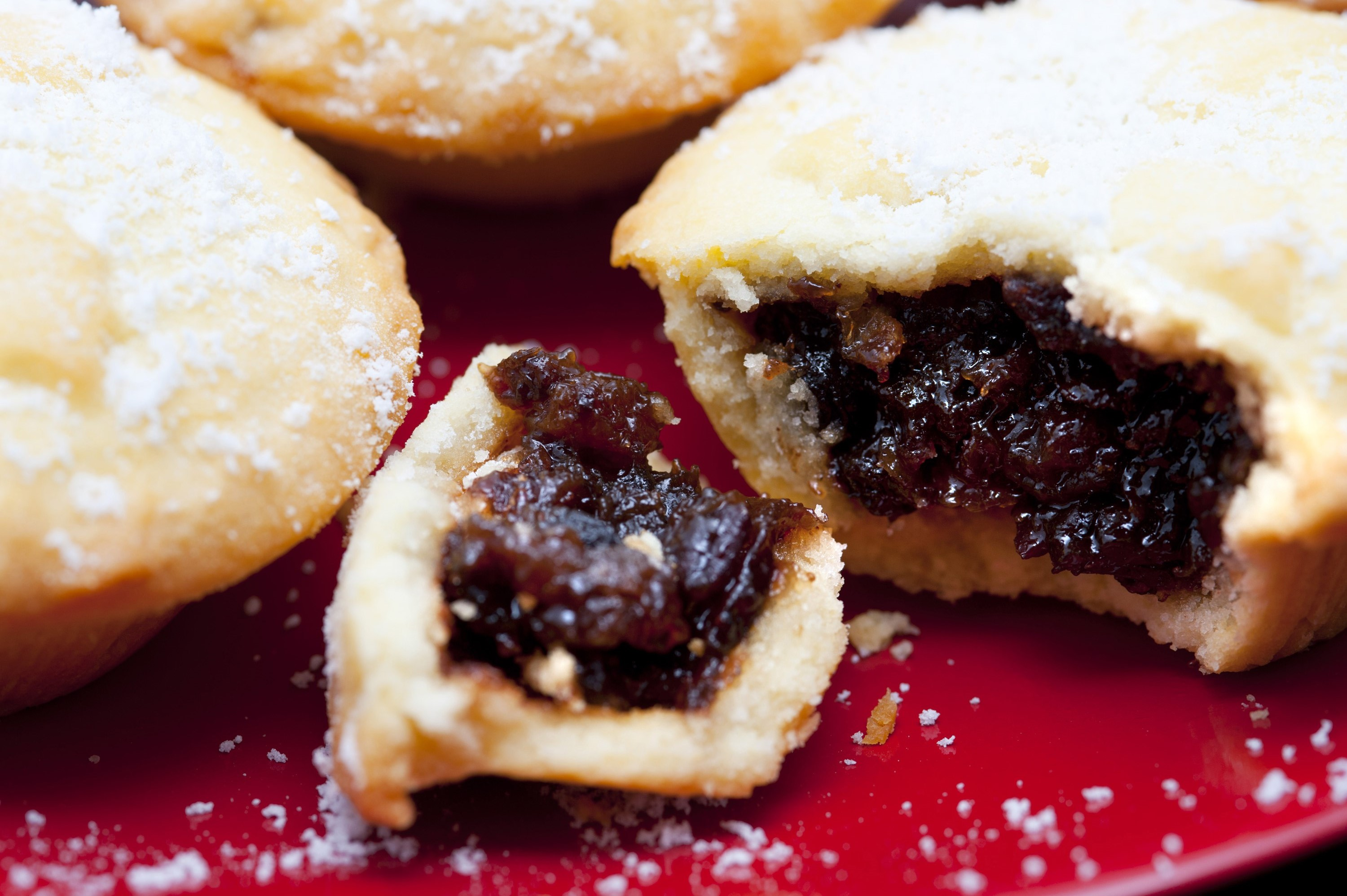 Close up of a delicious freshly baked Christmas mince pie with a rich ...
