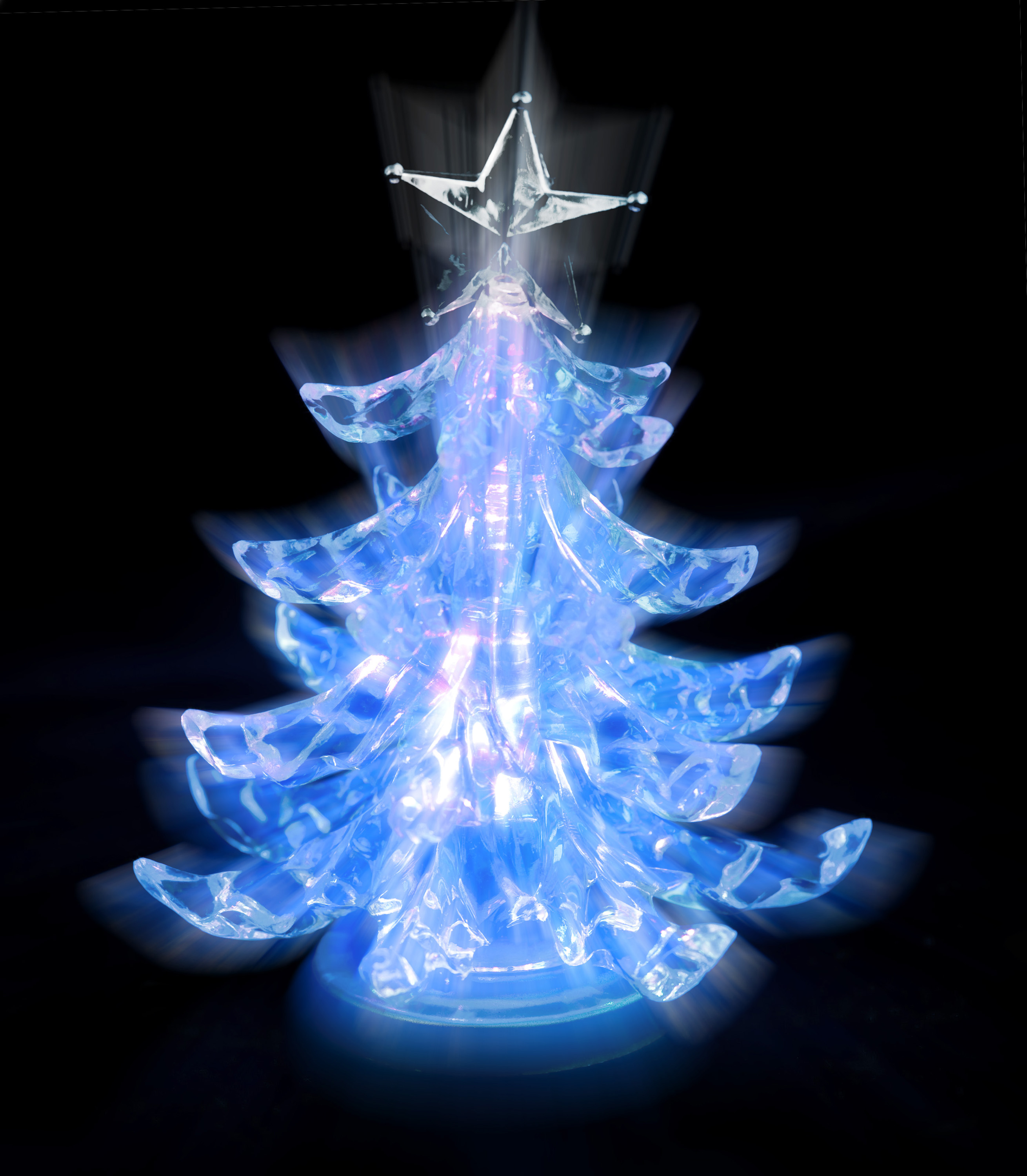 rays of light shining from a christmas tree shaped lamp