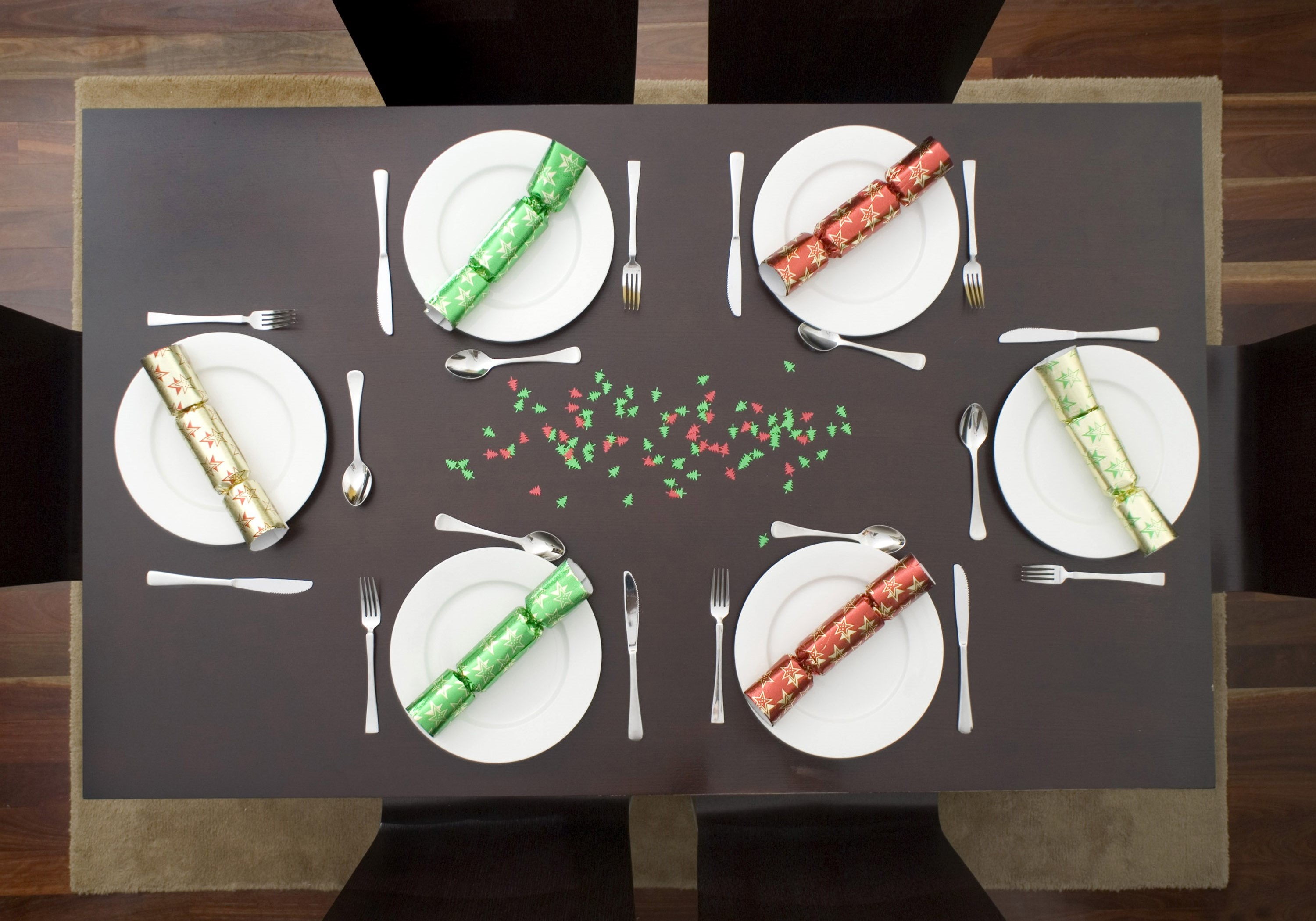 a festive dinner table set up for 6 people to enjoy a celebration meal : setting up a dinner table - Pezcame.Com