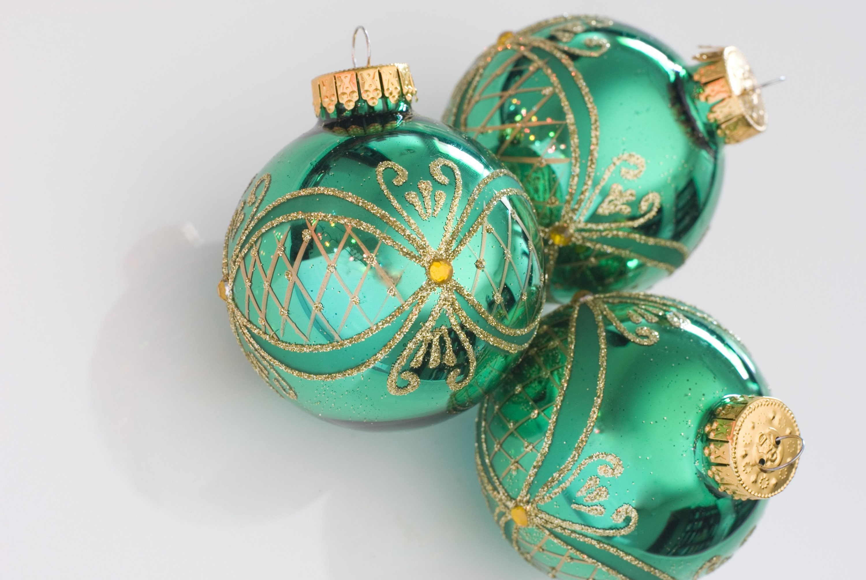 Photo of green christmas balls free images